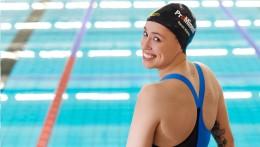 Sponzoring ProMinent je vidět na celém světě - na sportovním oblečení Sarah Köhlerové i na její plavecké čepici.